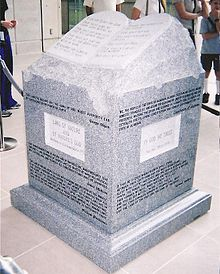 220px-Roy_Moore's_Ten_Commandments_monument